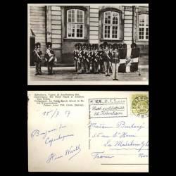 Danemark - Copenhague - La garde royale devant le palais d'Amalienborg - CPSM