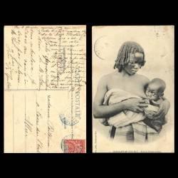 Madagascar - Femme Zaramanampy allaitant son enfant - Déchirure en haut à droite - 1908