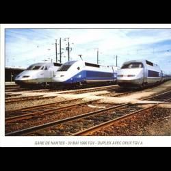 TGV Duplex (Rame 201) entre deux TGV Atlantique à la gare de Nantes le 30 mai 1996 - Carte neuve