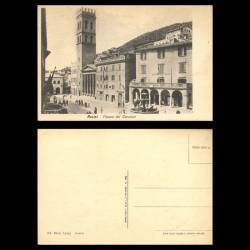 Italie - Assise - Piazza del Carmine