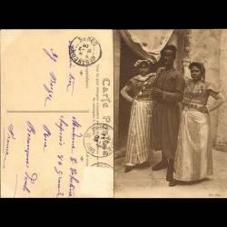 Tunisie - Tirailleur tunisien et ses deux femmes en costume