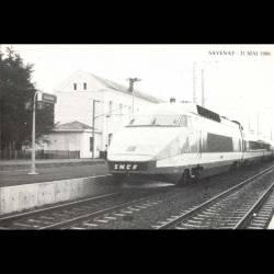 44 - Savenay - 31 mai 1986 - Inauguration de la ligne électrique Nates-Le Croisic - Passage de la rame TGV en gare de Sa