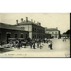 90 - Belfort - Fiacres devant la gare - Animee