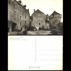53 - Lassay - Cour interieure du chateau
