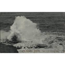 64 - Biarritz Vagues sur les rochers du Phare