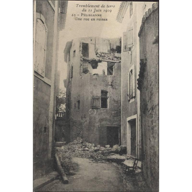 13 - Pelissanne - Une rue en ruines