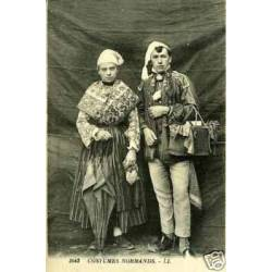 50 - Couple en costumes normands