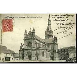 56 - Sainte Anne d'Auray - La basilique et la place