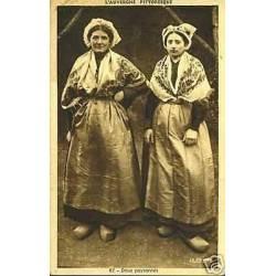 63 - L'Auvergne - Deux paysannes