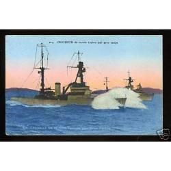 Croiseur de 10.000 tonnes par gros temps