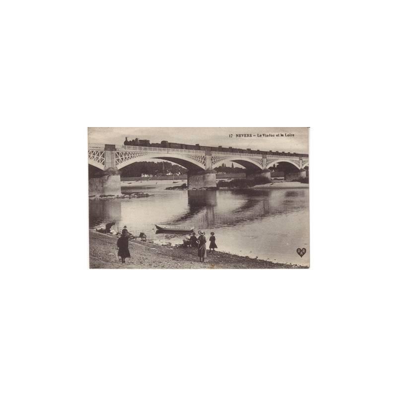 58 - Nevers - Train sur le viaduc et la Loire