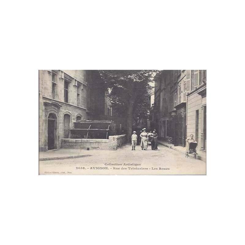 84 - Avignon - Rue des teinturiers - Les roues