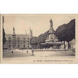 58 - Nevers Fontaine de la republique palais Ducal