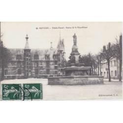 58 - Nevers - Palais Ducal -Satue de la république