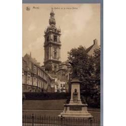 Belgique - Mons - Le beffroi et la statue Dolez