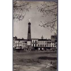 17 - Rochefort-sur-Mer - Le Monument aux morts - Voyagé - Dos divisé