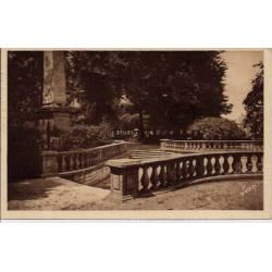 18 - Bourges - Le jardin public - Voyagé - Dos divisé