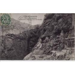 35 - Rotheneuf - Côte d'Emeraude - Les rochers sculptés au bord du gouffre - V