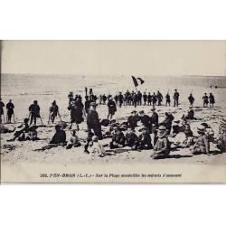 44 - Pen-Bron - Sur la plage ensoleillée les enfants s'amusent - Voyagé - Dos