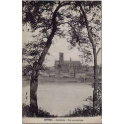 58 - Nevers - La Cathédrale - Vue panoramique - Voyagé - Dos divisé
