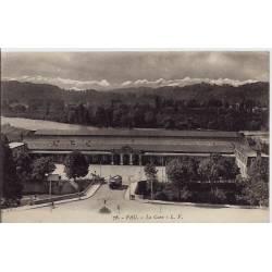64 - Pau - La gare - Voyagé - Dos divisé