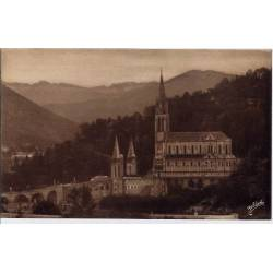 65 - Lourdes - La Basilique et la vallée d'Argelès - Voyagé - Dos divisé