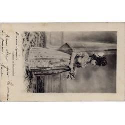 71 - Femme en costume de Mâconnaise - Voyagé - Dos divisé