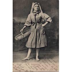 85 - Les sables d'Olonne -une femme  en costume  - sablaise- Voyagé - Dos non