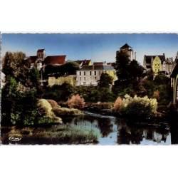 86 - La roche-Posey-les-Bains - Eglise fortifiée et le donjon dominant la creu