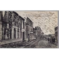 02 -Chauny - La France reconquise (1917) - Une rue entièrement saccagée à la...