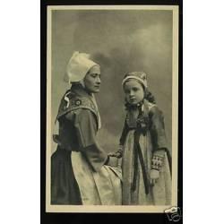 29 - Fillette et Femme de Plougastel-Daoulas