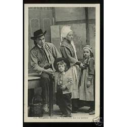 29 - Plougastel-Daoulas -Une famille dans son interieur