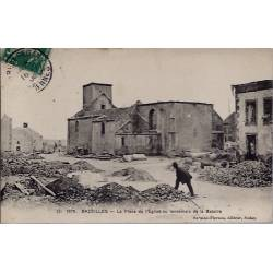 08 - Bazeilles - La place de l'église au lendemain de la bataille - Voyagé -...