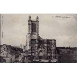 10 - Troyes - La cathédrale - Voyagé - Dos divisé...