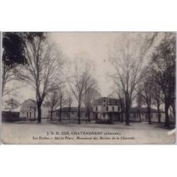 16 - Châteauneuf - les écoles - sur la place - monument des mobiles de la Ch...