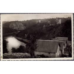 23 - Crozant - Les ruines et le rocher de la Fileuse - Le confluent de la C...