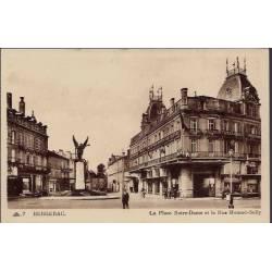 24 - Bergerac - La place Notre-Dame et la rue Mounet-Sully - Non voyagé - D...