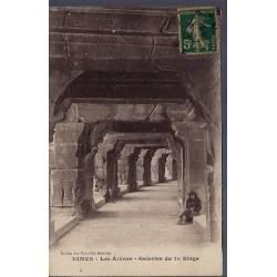 30 - Nîmes - les Arènes - Galeries du 1er étage - Voyagé - Dos divisé...