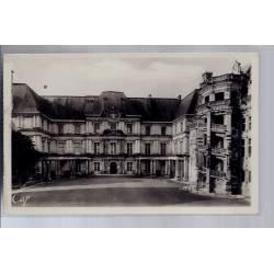 41 - Blois - Le château - l' escalier d' Honneur - François 1er et aile Gas...