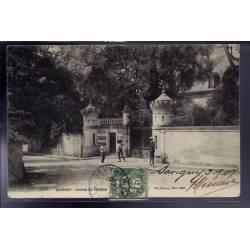 52 - Savigny - Entrée du château - Voyagé - Dos divisé