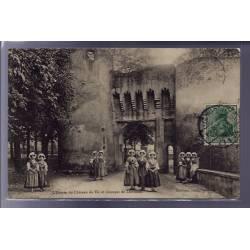 57 - L' entrée du château de Vic et groupes de Lorraines - Voyagé - Dos divis