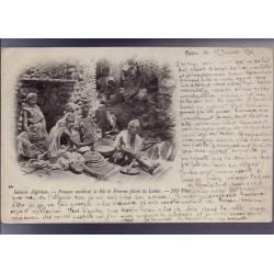 Algérie - Sahara algérien - Femme moulant le blé et femme filant la laine - 1901